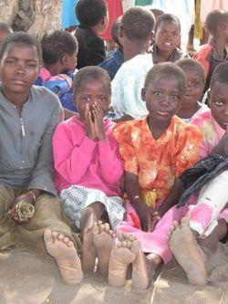 WV2 children with barefeet 2
